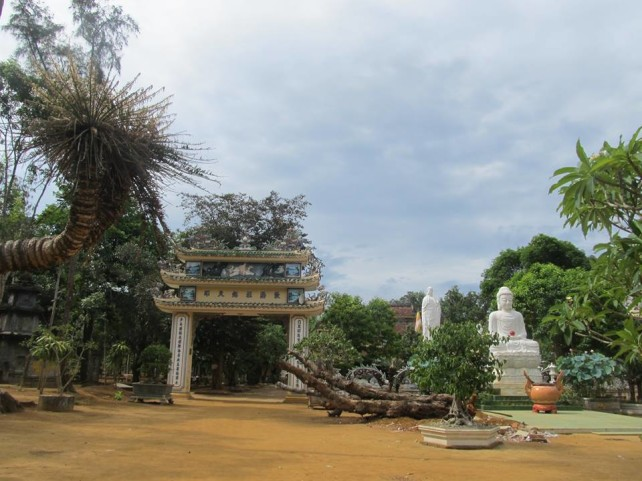 Thien-An Pagoda gate