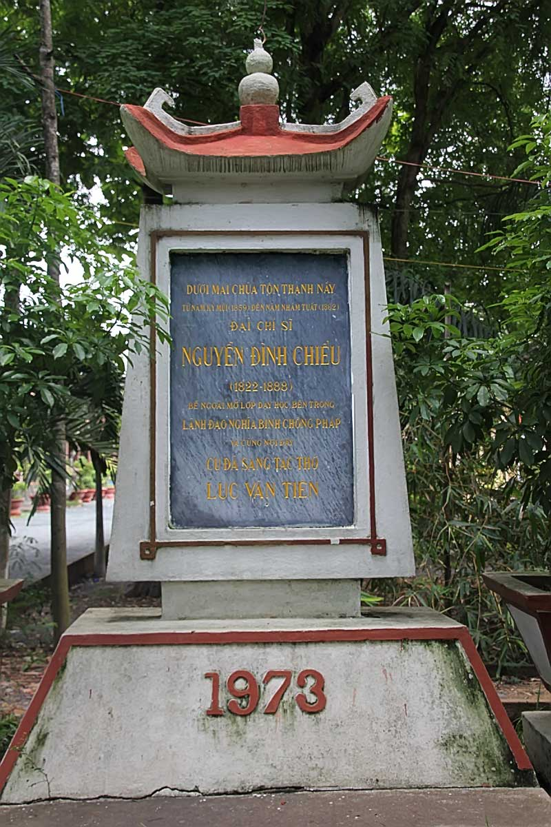 Nguyen-Dinh-Chieu-monument